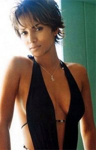https://hairstylespic.files.wordpress.com/2011/04/halle_berryshorthaircuts.jpg?w=192