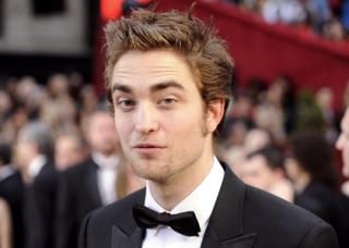 Robert Pattinson Hairstyle Ideas for Men