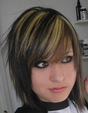 http://2.bp.blogspot.com/_-o5aSinoPEc/TUNmz6LPigI/AAAAAAAAAng/2m4xpu1Rum8/s1600/short-emo-hairstyles-for-girls-c.jpg