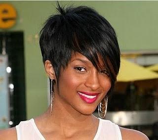 http://4.bp.blogspot.com/-wnnjIvUJvB0/TVt8XKtkBdI/AAAAAAAAAJs/i-aNXNFNJIY/s1600/c751b_Short-hairstyles-2011.jpg
