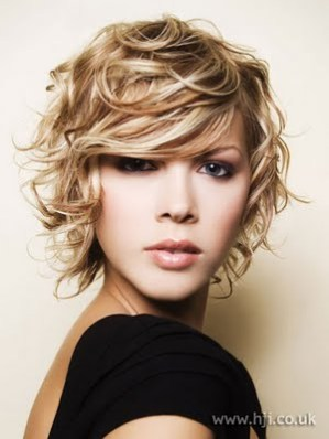 http://1.bp.blogspot.com/-XhA1HC5GQM4/TeckAYxD6cI/AAAAAAAAAEI/vlQlv5yhKJ8/s1600/Medium+Short+Hair+Styles6.jpg