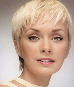 https://hairstylespic.files.wordpress.com/2011/11/trends-short-pixie-hairstyle-201125252525252b252525252525252822525252525252529.jpg?w=254